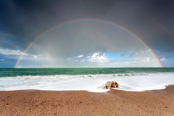 Rainbow and the ocean van Olha Rohulya