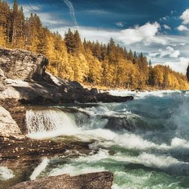 Ruige rivier in Noorwegen van Joost Lagerweij