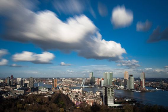 Wolken boven de Maasstad