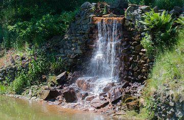 Kleiner Wasserfall von René Ouderling