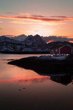 Zonsondergang over de Noorse bergen van Ken Costers