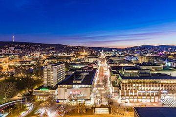 Stuttgart mit der Königstraße bei Nacht von
