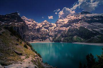 Blauw meer in het Zwitserse paradijs van