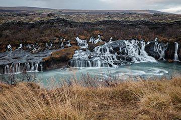 Hraunfossar watervallen in het westen van IJsland van Melissa Peltenburg