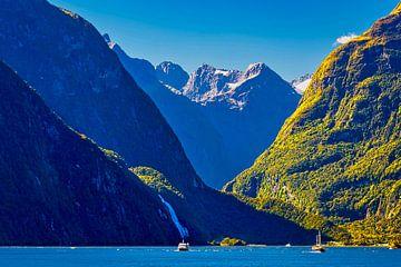 Bootfahren am Milford Sound, New Zealand von Rietje Bulthuis