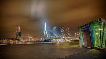Rotterdam bij nacht von Dick van der Wilt