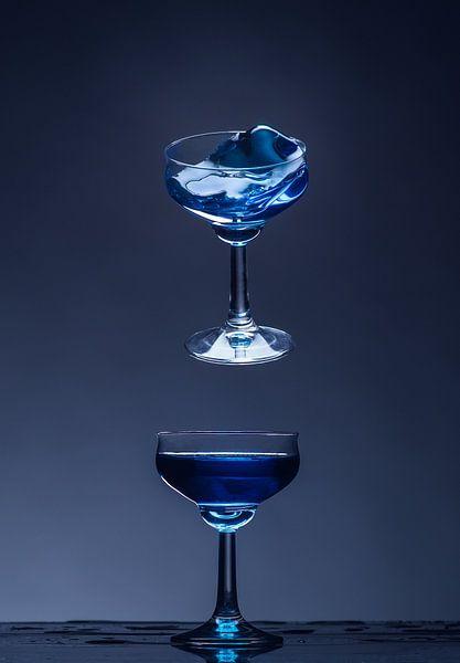 Shatterd Glass - Before Impact - Blue Curacao van Alex Hiemstra
