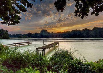 Sonnenaufgang am Wasser See am Wittsee Deutschland von Twan van den Hombergh
