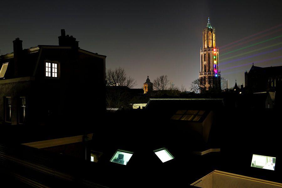 Sol Lumen gezien vanaf een dakterras aan de Nieuwegracht in Utrecht van Donker Utrecht