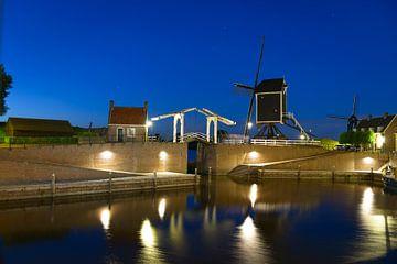 Heusden bij avondlicht van Wim van der Wind