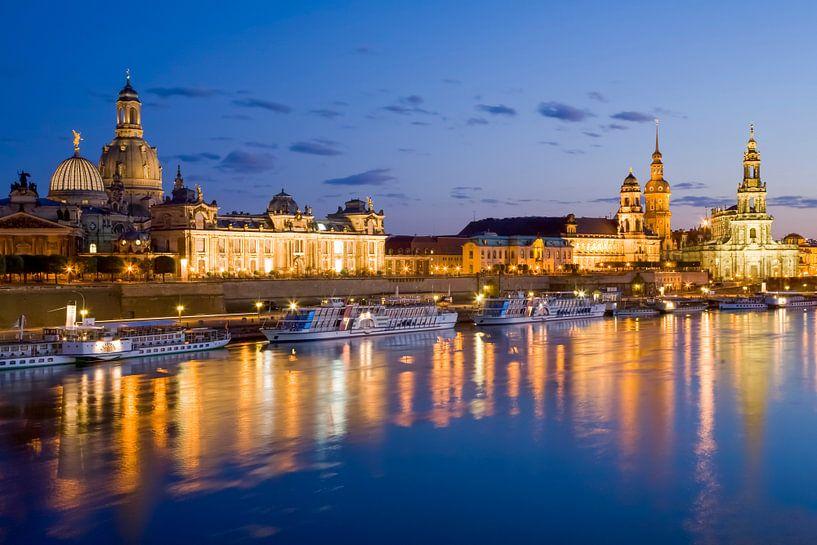 Dresden met de Frauenkirche 's nachts met de Frauenkirche van Werner Dieterich