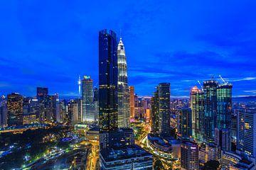 Kuala Lumpur-Skyline am Abend von Tux Photography