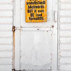 Strandhuisje met oude deur van Björn van den Berg