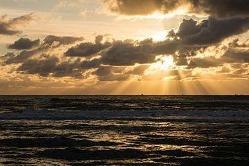 Coucher de soleil sur la mer sur Mirjam Leyte