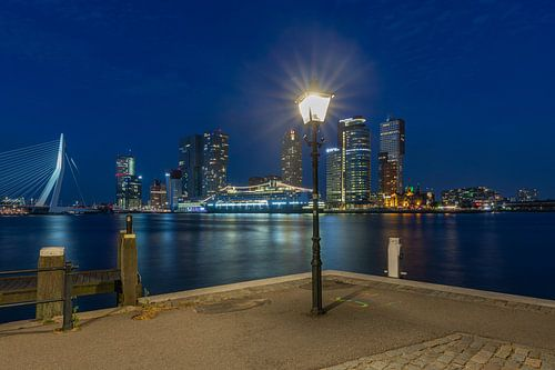 Het cruiseschip MS Rotterdam voor de laatste keer aan de Cruise Port in Rotterdam