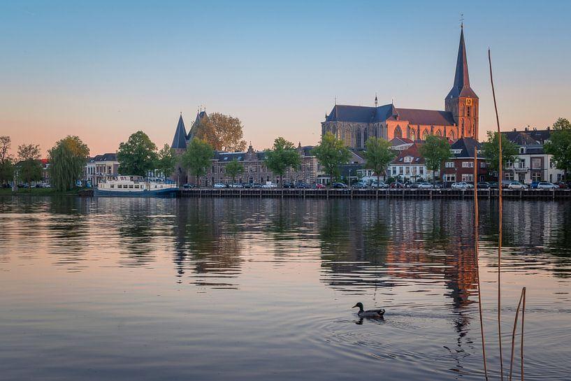 IJsselfront van Kampen met Bovenkerk bij zonsondergang van Gerrit Veldman