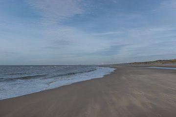 IJmuiden strand, mooie ronde lijnen en waaiend zand van Patrick Verhoef