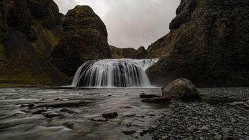 Stjórnarfoss waterfall, IJsland van Hans Kool