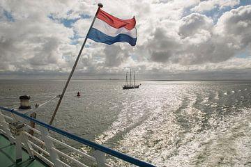 Waddenzee met Nederlandse vlag van