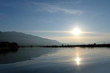 Sonnenaufgang über dem Kerkini-See, Nordgriechenland von Koolspix