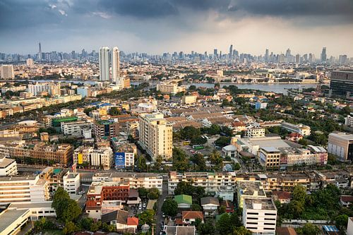Rainclouds over Bangkok van