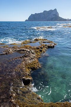 Helder water en de Peñón de Ifach