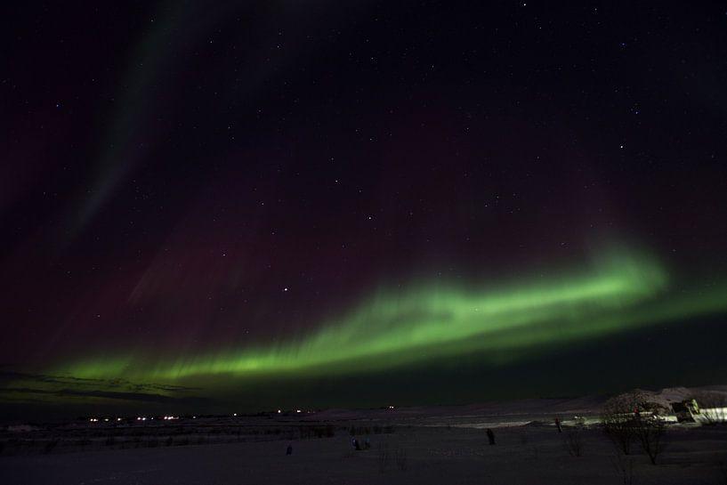 Nordlichter in Island über den Berg . von Arjan Groot