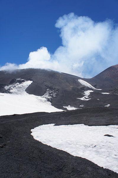 Mount Etna von Tina Hartung