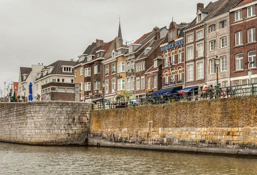 Cörversplein Maastricht vanaf de Maas van John Kreukniet