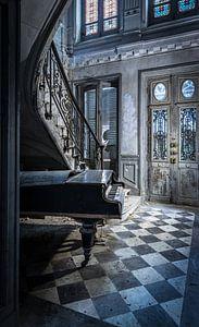 Klavier in alter Villa
