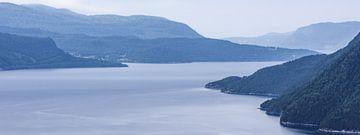 Sereen Sunndalsfjord Landschap  in Noorwegen van Wouter Loeve