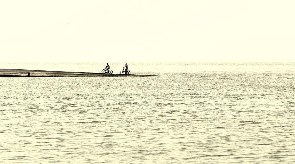 Fietsen aan zee