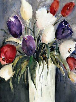 Bunter Tulpenstrauß in Vase von Christine Nöhmeier