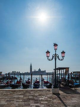 Uitzicht op het eiland San Giorgio Maggiore in Venetië, Italië van Rico Ködder