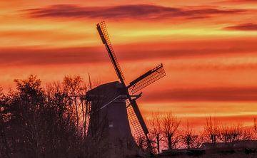Molen bij zonsopgang. Mill by sunrise van Marianne Ouwerkerk