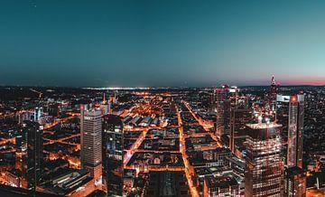 Abendstimmung über den Dächern von Frankfurt von Christian Klös