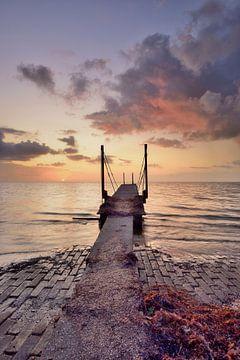 Echafaudage IJsselmeer au lever du soleil sur John Leeninga