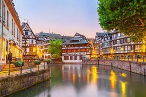 Straatsburg, Petit France in de avonduren van Jan Schuler