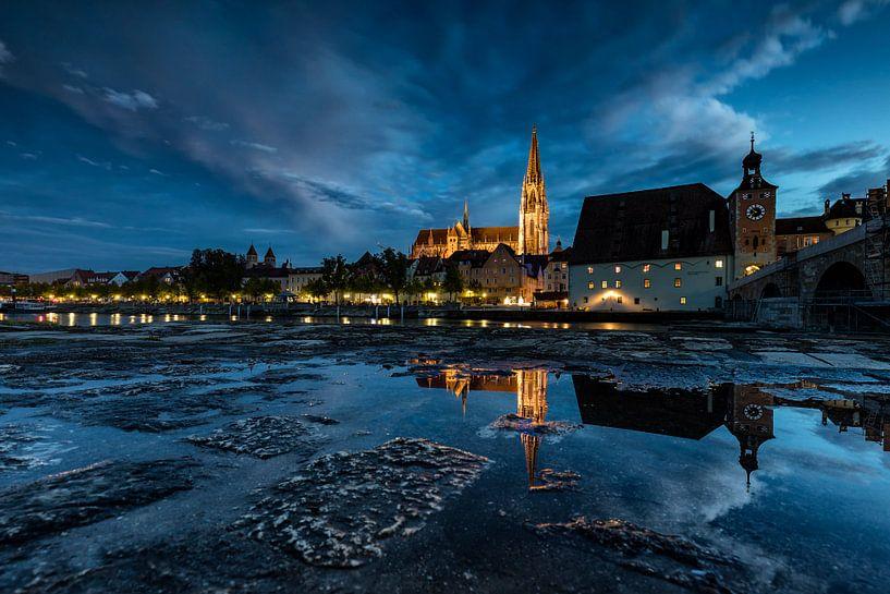 Regensburg am Abend van Tilo Grellmann