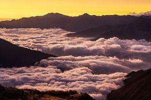 Bergen boven wolken