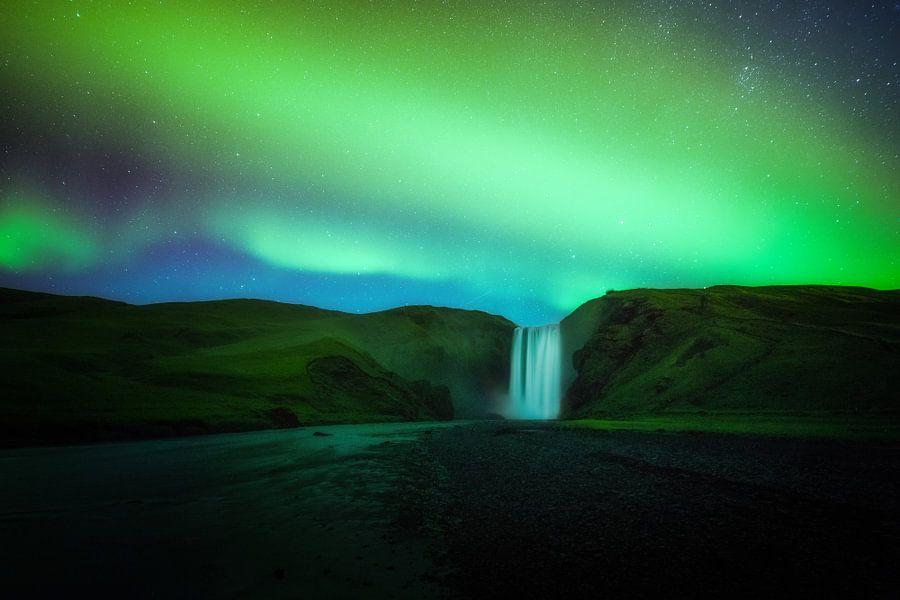 Skogafoss IJsland onder het noorderlicht