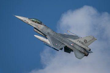 F-16 Koninklijke Luchtmacht na take-off,  vliegbasis Volkel van Jaap van den Berg