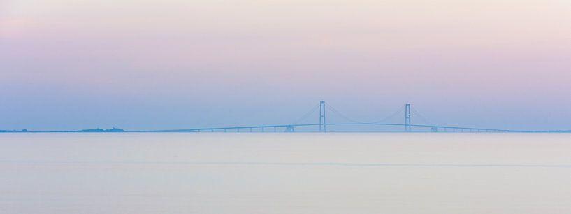 Grote Beltbrug in Denemarken tussen Funen (Nyborg) en Seeland (Korsør) van Wouter Loeve
