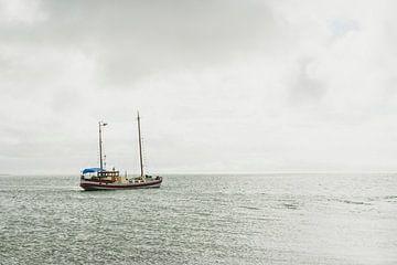 Fischerboot auf dem Wattenmeer von Van Kelly's Hand