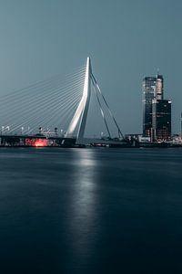 Erasmusbrücke bei Nacht #1 von Chris Koekenberg