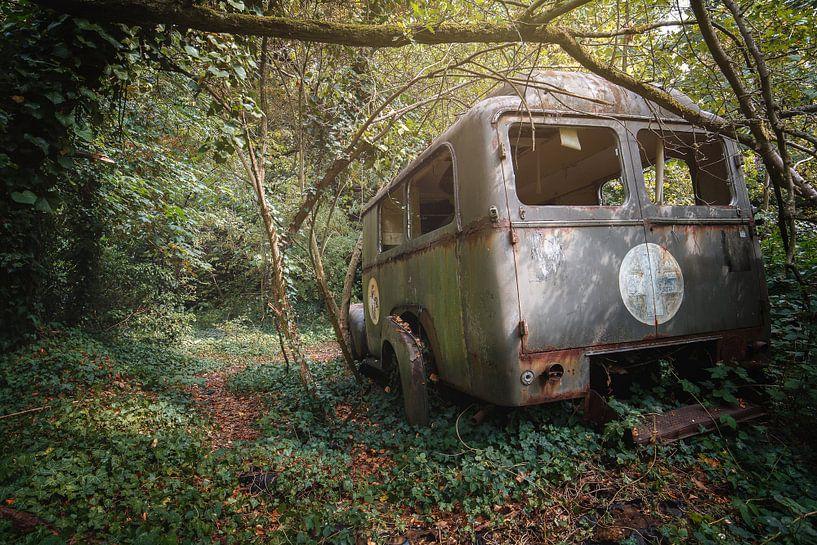 verlassener Krankenwagen von Kristof Ven