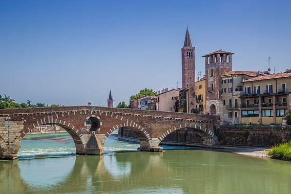 VERONA Ponte Pietra, Torre di Alberto & Sant?Anastasia van Melanie Viola