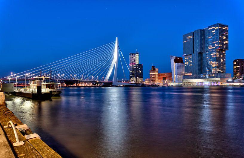 Erasmusbrücke und Wilhelmina Pier Rotterdam von Anton Osinga