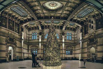 Kerst in het centraal station in Groningen. van Elianne van Turennout