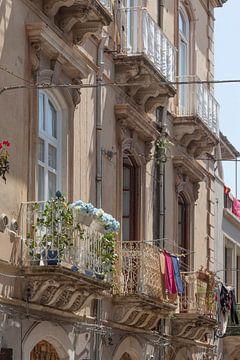 Vieilles fenêtres avec balcons, Vieille ville, Ortygia, Ortigia, Patrimoine mondial de l'UNESCO, Syr sur Torsten Krüger